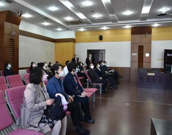 人大代表和各界人士视察科技法庭
