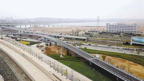 4月28日振兴路—滨海路立交工程竣工通车