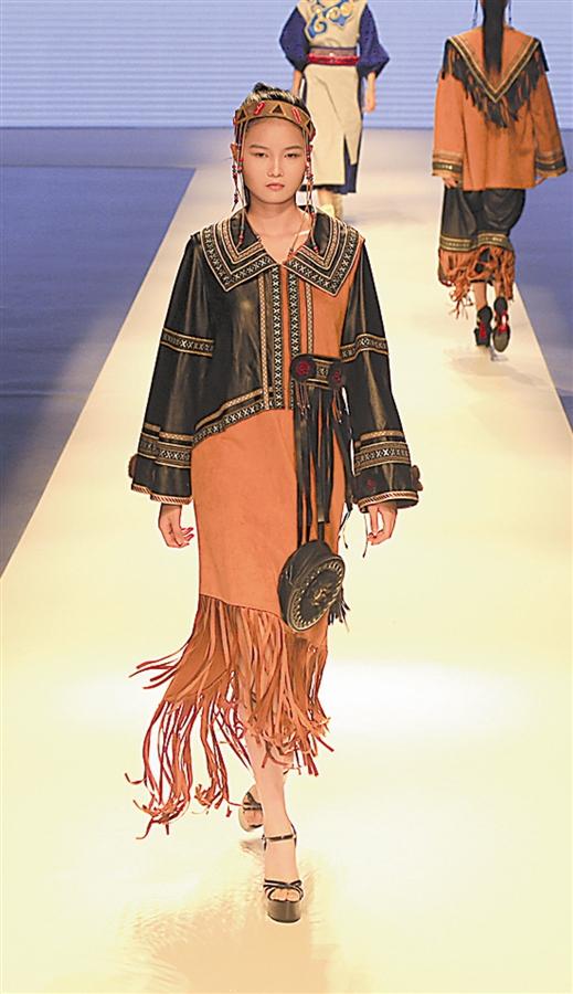图为在z28时尚硅谷举行的服装品牌发布会现场。大连新闻传媒集团记者王韬飞 姚壮 摄