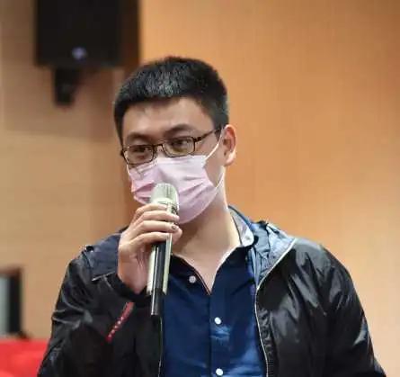 《民主与法治报》记者王皓提问