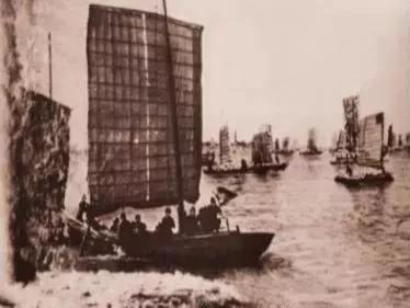 1949年4月23日,人民解放军取得渡江战役的胜利。
