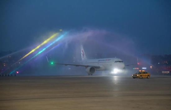 大连至上海虹桥直飞航线正式开通