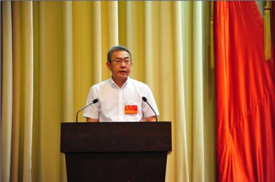 市残联党组书记、理事长姜利作工作报告