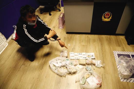 嫌疑人入室盗窃盗取大量财物。