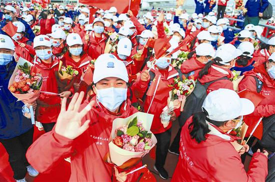 3月30日,勇士凯旋。大连新闻传媒集团记者王华 摄