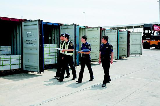被查获的35个集装箱共超重一百三十余吨