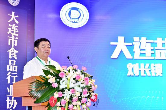 盐化集团党组副书记刘长锁在大会上讲话