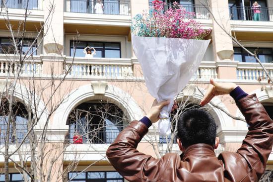 刘卓和丈夫度过了一个特殊的结婚纪念日。