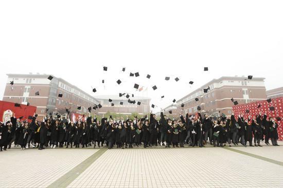云涌枫飞 笃行扬帆——大连枫叶国际学校2020第二十二届高中毕