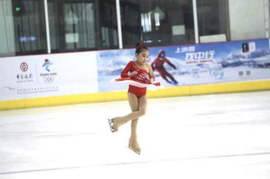 《【摩登2娱乐线路】辽宁省第二届全民冰雪运动会花样滑冰公开赛在连起舞》