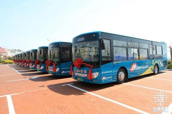 35台崭新的新能源公交车亮相海岛