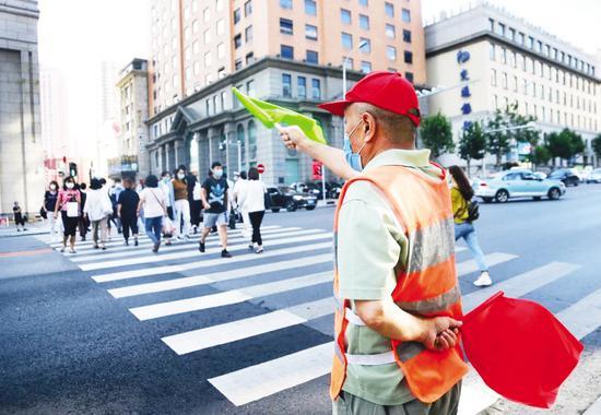 参与文明交通整治劝导 4000余名志愿者上街