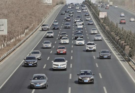 返程回连流量明显增大,车行缓慢。