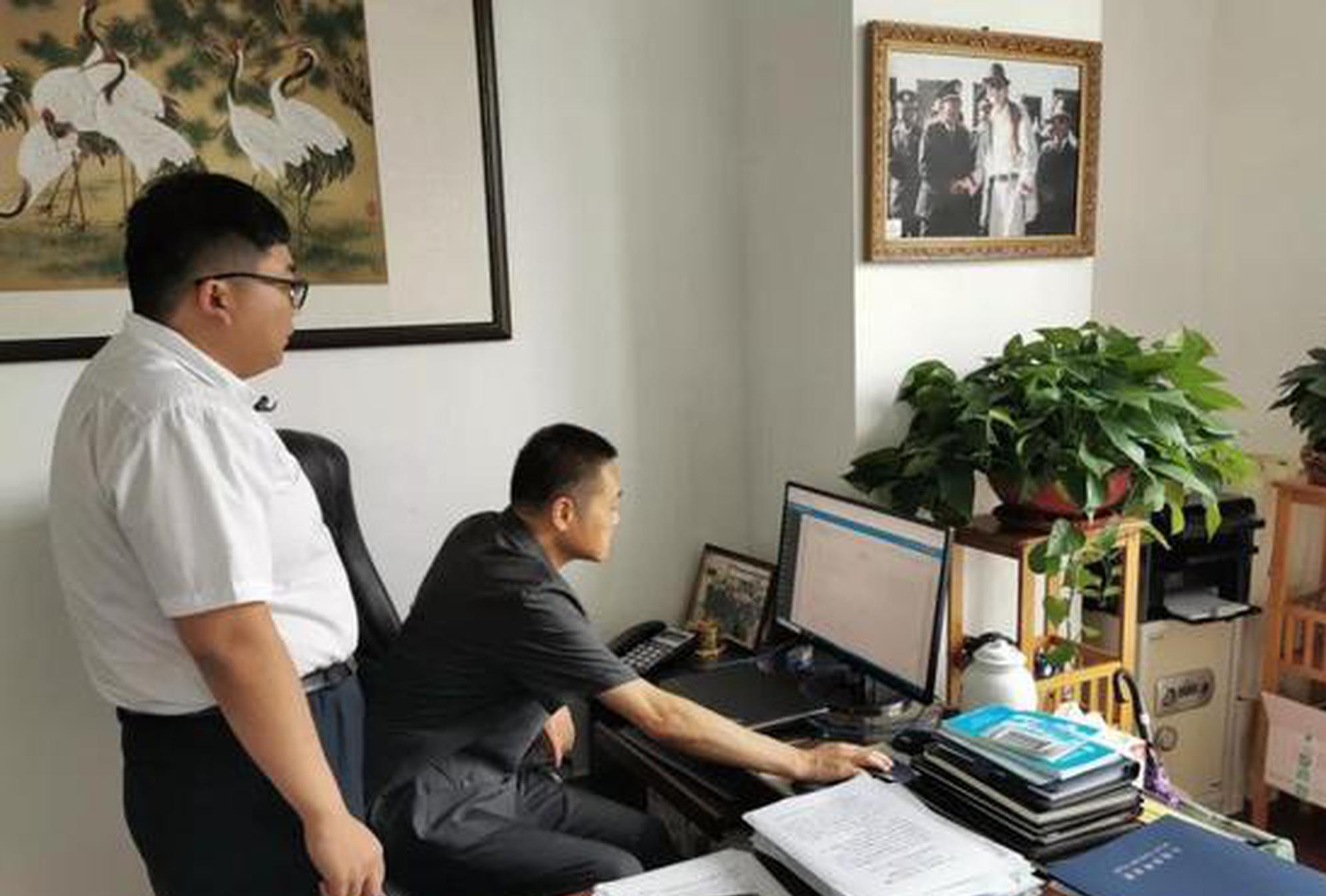 党组副书记、副院长杨洪仁学习新办公系统