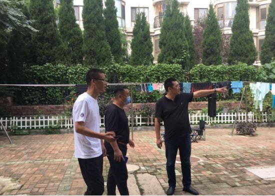 街道赵斌斌书记、杨勇主任到华顺社区督导创城工作