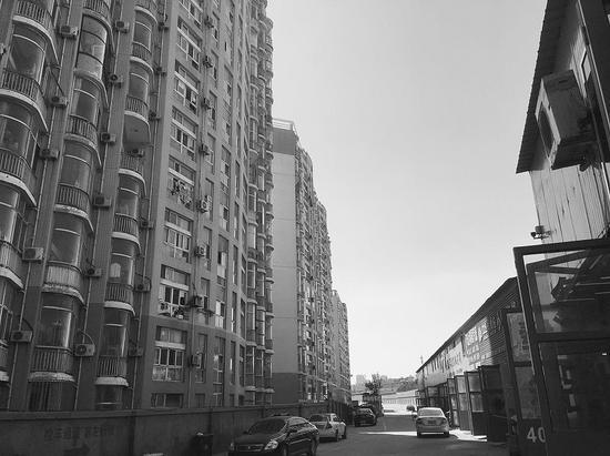 2005年前后,这几栋楼投入使用后,就开始出现高空抛物的问题。
