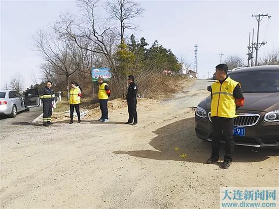 森林公安及消防部门设岗检查。