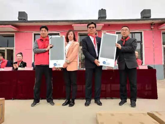 市希望工程走访庄河三所农村学校办实事