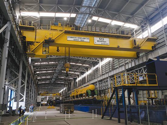 大连重工为印尼某钢厂研制的大型起重机。王涛 摄