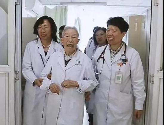 """致敬健康""""守护人""""!大连举办医师节庆祝大会"""