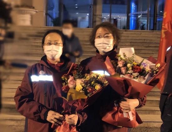 市委书记谭作钧代表市委、市政府,代表全市人民向平安凯旋的英雄们致敬