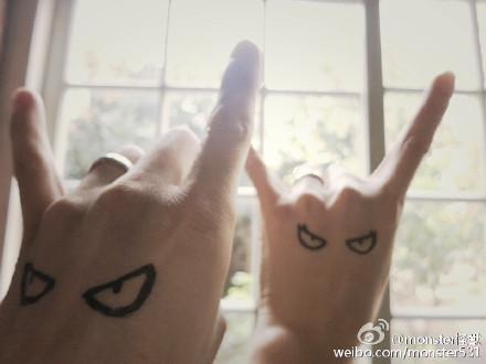 怪兽与女友晒戒指