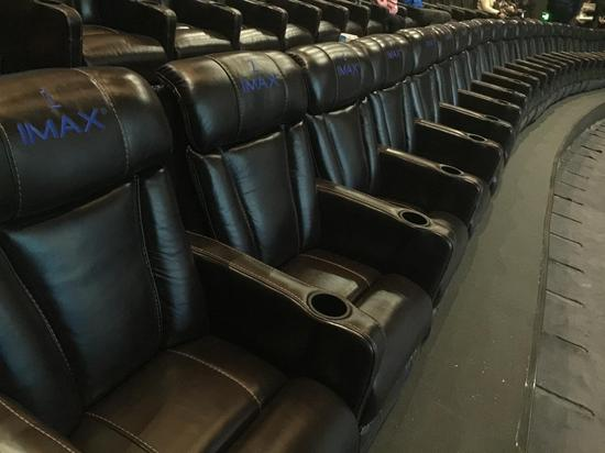 大连万达影城华府店IMAX头等舱迎首批观众