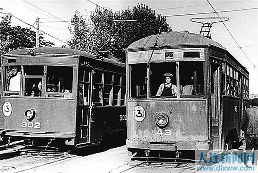 1948年6月,交通公司举办了第一批电车女驾驶员学习班,从此,由女驾驶员驾驶电车的传统延续至今。