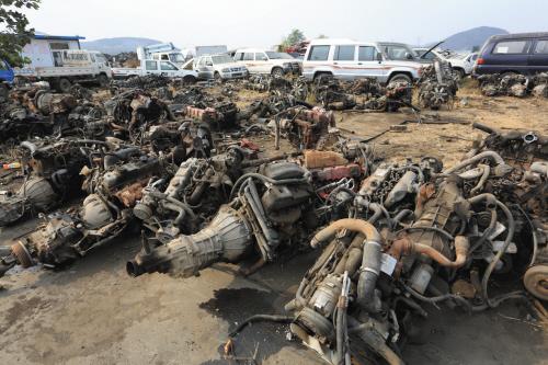 大连继续强力推进黄标车淘汰工作,图为报废车厂被拆解的黄标车。摄影记者张春雷