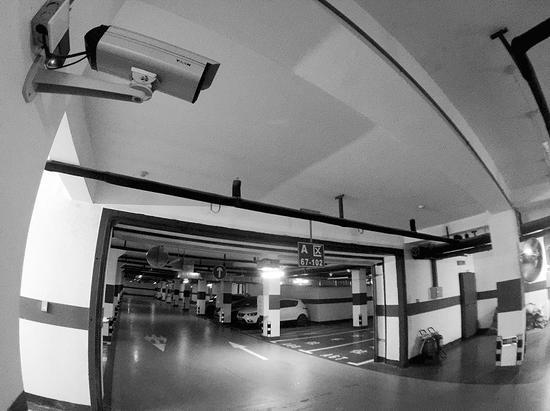 """地下停车场竟无摄像头""""照看"""""""