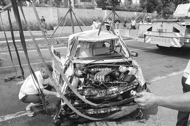 男子肇事后将车推入大海 意图销毁证据