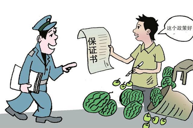 警方对随意堆放杂物进行整治