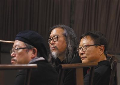 赖声川(中)开玩笑说,他们怎么弄都要被人骂的。 新京报记者 郭延冰 摄