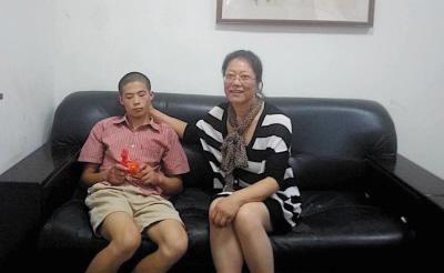 于华老师执着地陪了小超15年,她还要继续陪下去。