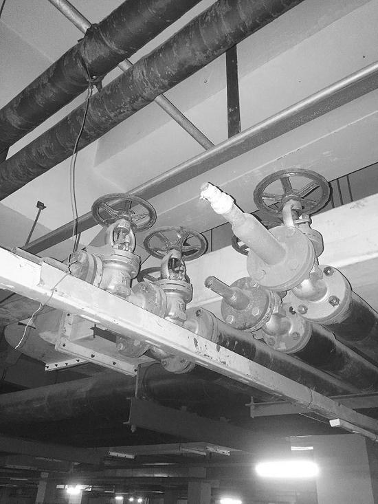 据供暖公司工作人员介绍,这些都是安装在供暖管道上的平衡装置。