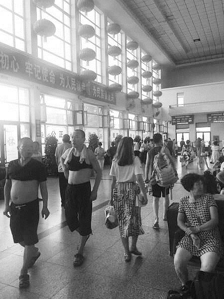 瓦房店火车站酷热难耐