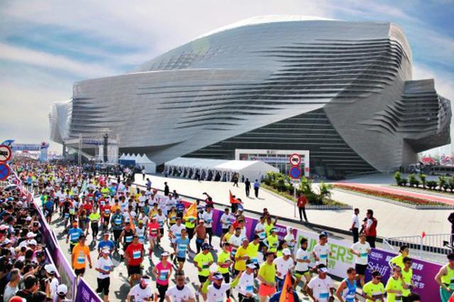 第31届大连国际马拉松赛5月13日在东港鸣枪起跑