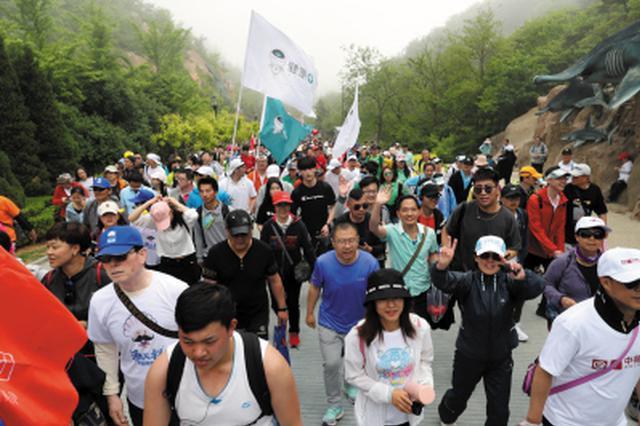 徒步大会首日25万人穿梭大连