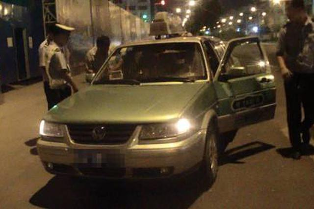 出租车司机夜间酒驾被拘