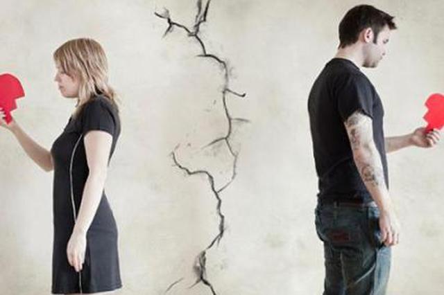 男子求复合遭拒18斤重石头砸死女友