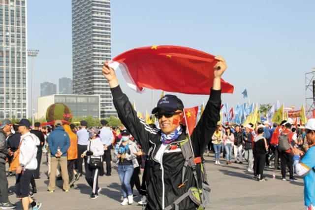 公交集团临时开通3条徒步大会专线