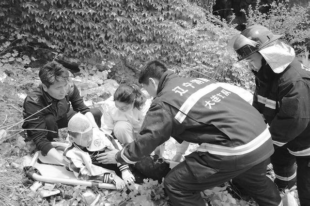 10岁男孩坠落悬崖多处受伤