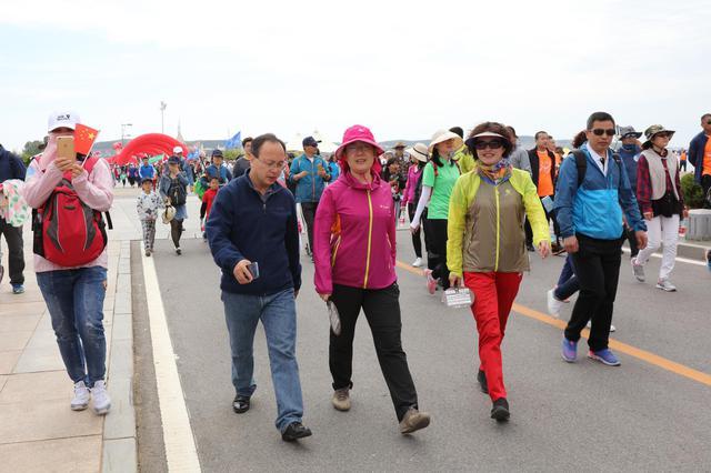徒步大会金石滩分会场迎来近6万名徒步爱好者