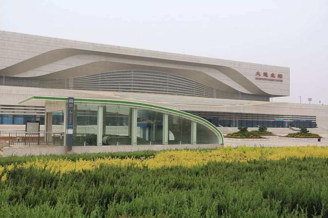 大连北站增开周末列车临时列车