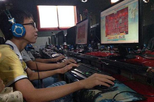 中学生网吧上网 躲避检查摔下楼