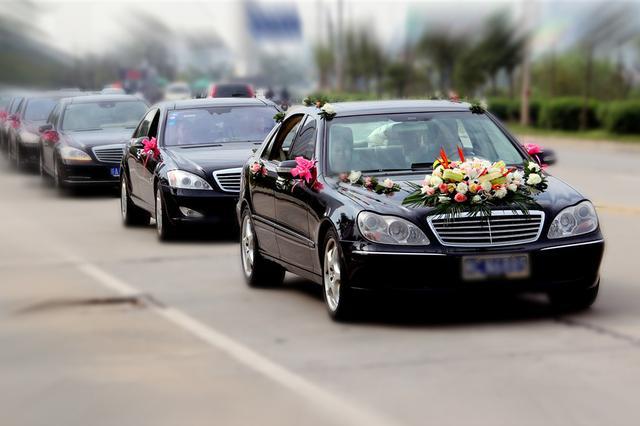 大连交警重点打击8种婚车违法行为