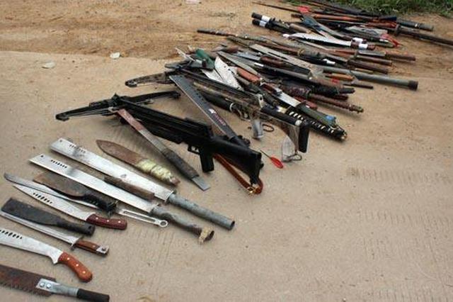 警方销毁3万余把非法管制器具