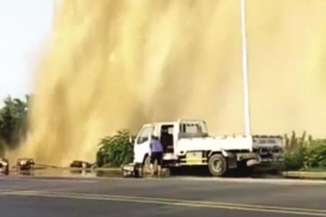 5日瓦房店输水主管线爆裂