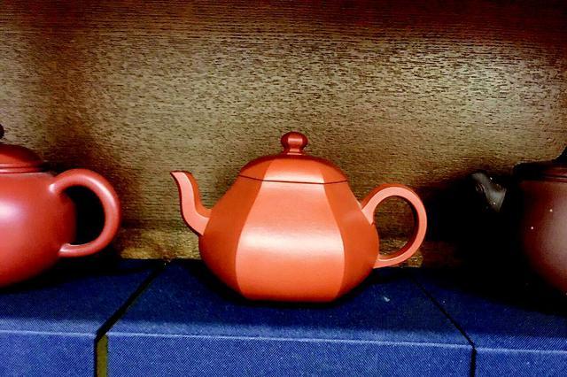 标价上万的茶壶回来了孩子妈妈亲手奉还