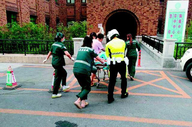 为救女子 救护车5分钟穿越19个路口